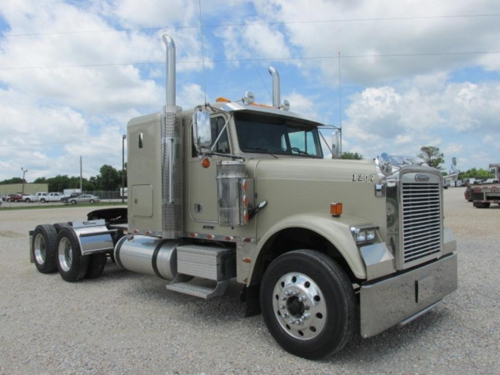 Used 2009 Freightliner FLD Classic for Sale! : Truck Center