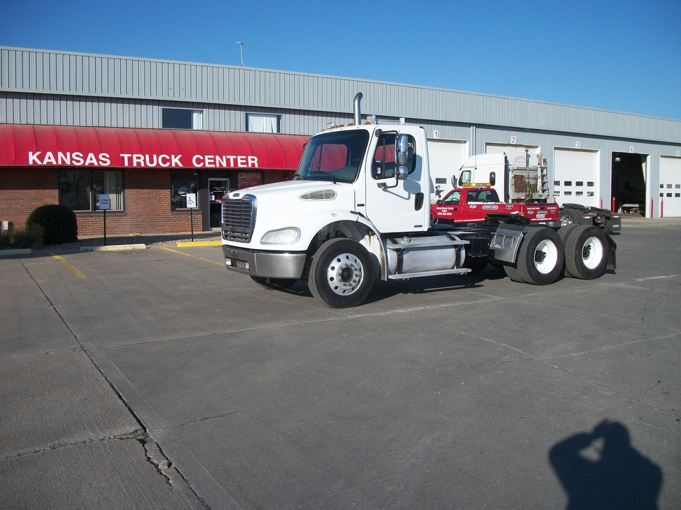 Used 2004 Freightliner M2 112 for Sale! : Truck Center