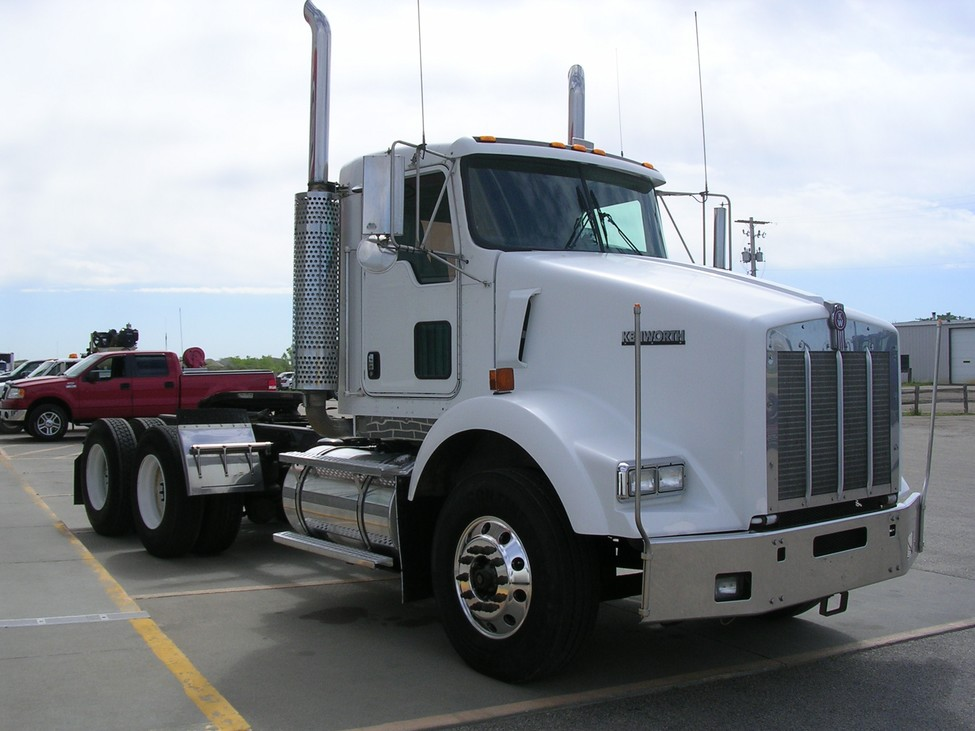 Pab Pt likewise Lifetime Kenworth Dash Kit Side A Kw A besides Kenworth W Tri Axle Daycab Lowboy Tractor Cummins Speed Wetline   Pagespeed Ce Cuuu Ch I furthermore Pm furthermore . on kenworth air suspension dump valve